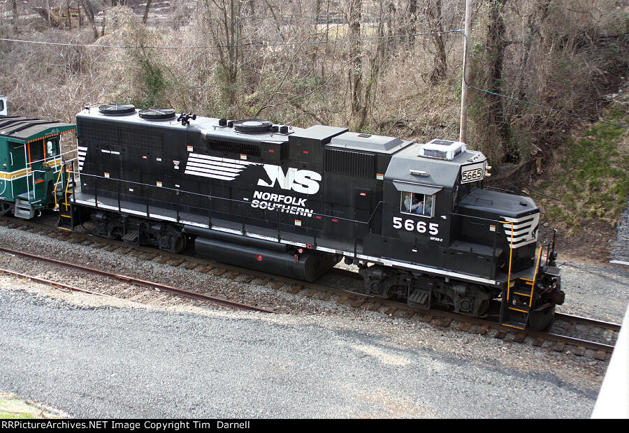 NS 5665 on W999 Air Products high & wide move.
